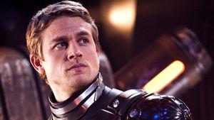 Comic-Con 2016: Charlie Hunnam não fará Círculo de Fogo 2