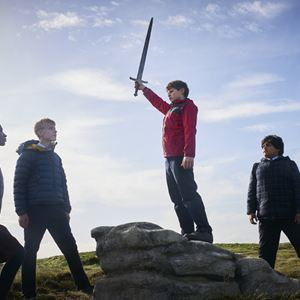 O Menino que Queria Ser Rei : Foto Dean Chaumoo, Louis Serkis, Rhianna Dorris, Tom Taylor (IV)