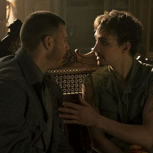 Foto Robert Sheehan, Tom Hopper