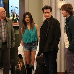 Foto Barry Corbin, Charlie Sheen, Derek Richardson, Noureen DeWulf