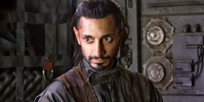 Venom: Riz Ahmed negocia para estrelar filme com Tom Hardy
