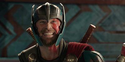 """Chris Hemsworth """"culpa"""" Caça-Fantasmas e Saturday Night Live pelo teor cômico de Thor: Ragnarok"""