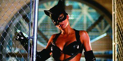 Roteirista de Mulher-Gato xinga o filme e admite que nunca o viu até o final