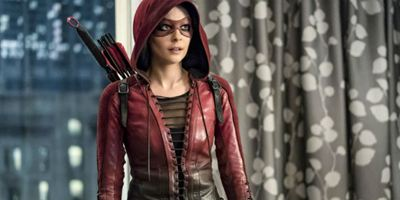 Arrow: Willa Holland sai do elenco regular