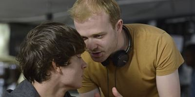 Diretor cego completa longa-metragem estrelado por Billy Zane