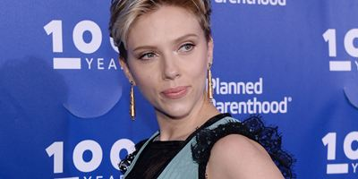 Artistas transgêneros aplaudem Scarlett Johansson após atriz abandonar seu polêmico papel em Rub & Tug