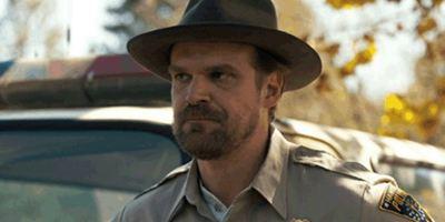 Stranger Things: Terceira temporada buscará inspiração na comédia Assassinato por Encomenda