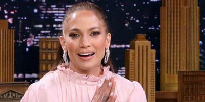 """Jennifer Lopez desabafa sobre comédias românticas: """"As pessoas precisam delas!"""""""