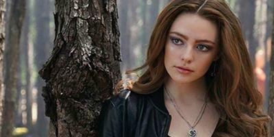 Legacies: Hope brilha no primeiro cartaz de spin-off de The Originals e The Vampire Diaries