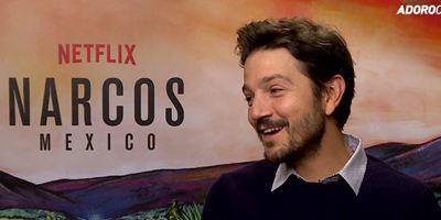 """Narcos: México - """"Temos vantagem e a desvantagem de fazer a maior fronteira entre o primeiro mundo e países em desenvolvimento"""", diz Diego Luna (Entrevista exclusiva)"""