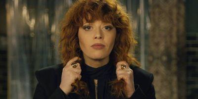 Boneca Russa: Natasha Lyonne cai em Feitiço do Tempo em trailer da nova série da Netflix