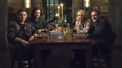 Supernatural: Cena do 300º episódio traz emocionante reencontro de Sam, Dean e John Winchester