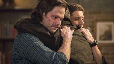 Supernatural: Jared Padalecki e Jensen Ackles explicam como o retorno de John vai afetar os irmãos Winchester