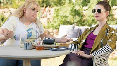 Anne Hathaway e Rebel Wilson enganam geral no trailer de As Trapaceiras