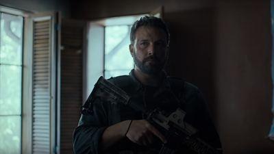 Operação Fronteira: Ben Affleck e Oscar Isaac vivem dois soldados faca na caveira no novo trailer do filme da Netflix