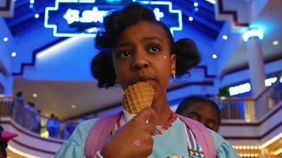 Erica de Stranger Things conta quantos sorvetes tomou durante as gravações (Entrevista)