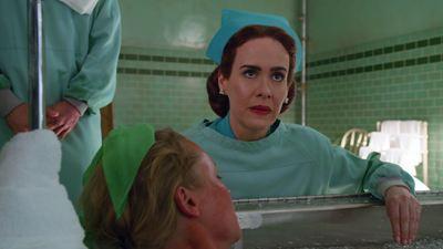 Ratched na Netflix: Sarah Paulson surge como enfermeira na primeira imagem do prequel de Um Estranho no Ninho