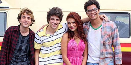 Festival de Vitória 2014: Histeria de fãs marca sessão de Lascados, com Chay Suede e Paloma Bernardi