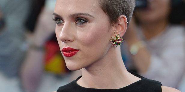 Scarlett Johansson ultrapassa Emma Watson e se torna a atriz mais rentável do mundo