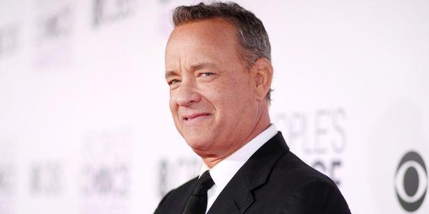 Tom Hanks vai produzir e estrelar adaptação literária sobre vendedor de notícias
