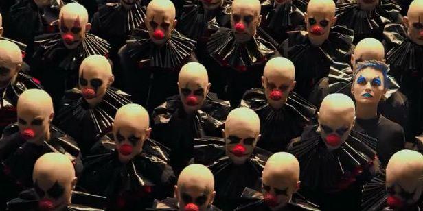 Primeiro teaser de American Horror Story: Cult chama geral para uma seita bizarra