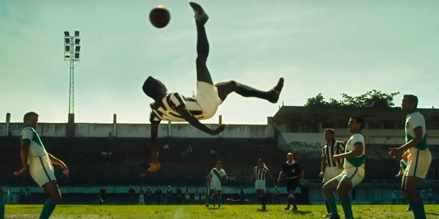 Pelé - O Nascimento de uma Lenda finalmente chegará aos cinemas brasileiros