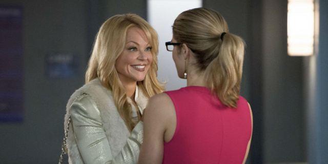 Arrow: Mãe de Felicity voltará na sexta temporada da série