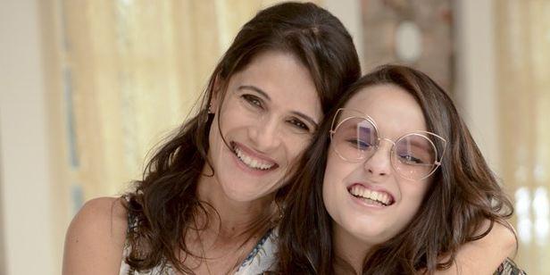 Ingrid Guimarães não cansa de fazer Larissa Manoela pagar mico no primeiro trailer de Fala Sério, Mãe!