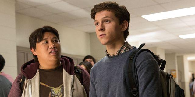 Trailer honesto de Homem-Aranha: De Volta ao Lar brinca que Peter é adolescente da geração da internet