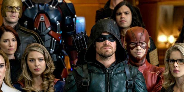 Dicas do Dia: Crisis on Earth-X, crossover dos heróis da CW, é exibido hoje no Brasil