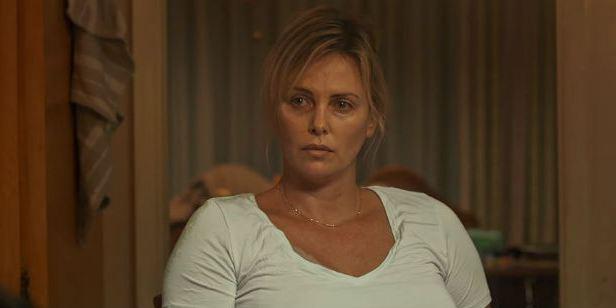 Charlize Theron mostra como é difícil ser mãe no trailer de Tully
