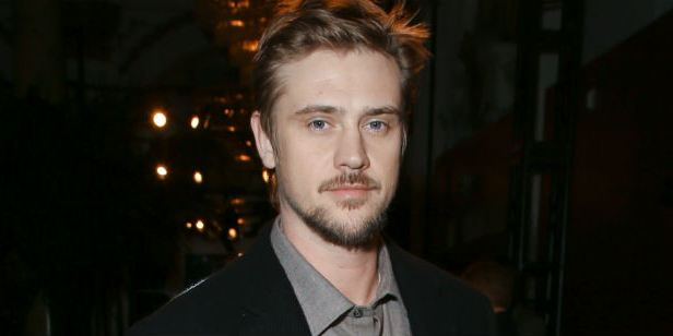 Boyd Holbrook pode estrelar, produzir e escrever novo thriller da Fox