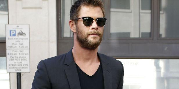 Chris Hemsworth negocia para estrelar spin-off de Homens de Preto