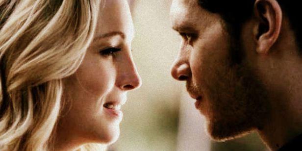 Antes do retorno de The Originals, relembre os melhores momentos de Klaus e Caroline em The Vampire Diaries