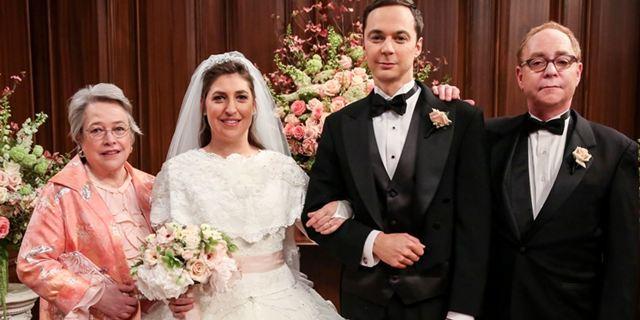 The Big Bang Theory: Mark Hamill aparece em novas fotos do casamento de Sheldon e Amy