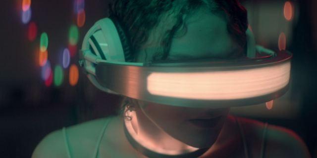 Kiss Me First: Nova série do criador de Skins mescla mistério, amizade e uma realidade virtual