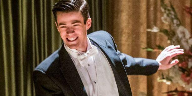 Comic-Con 2018: Grant Gustin faz dancinha de Negócio Arriscado em painel de The Flash