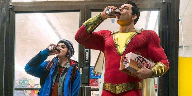 """Zachary Levi fala sobre possível encontro entre Shazam e Adão Negro: """"Adoraria acabar com The Rock"""""""