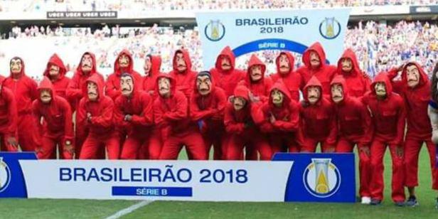 Jogadores do Fortaleza comemoram título da série B do Campeonato Brasileiro no estilo de La Casa de Papel