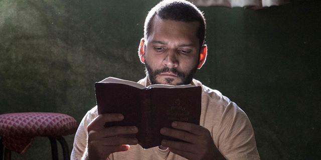 Homem Livre: Drama estrelado por Armando Babaioff ganha novo trailer (Exclusivo)