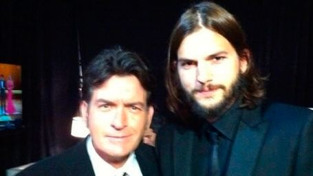 Charlie Sheen relembra Two and a Half Man e ataca Ashton Kutcher no Twitter