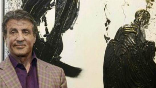 O que ele não faz? Sylvester Stallone exibe suas pinturas na França