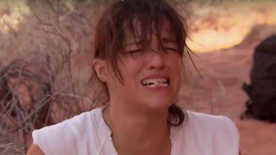Michelle Rodriguez é obrigada a fazer refeição nojenta em reality show de sobrevivência
