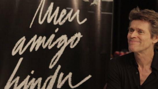 Exclusivo: Willem Dafoe fala sobre interpretar 'Hector Babenco' em Meu Amigo Hindu