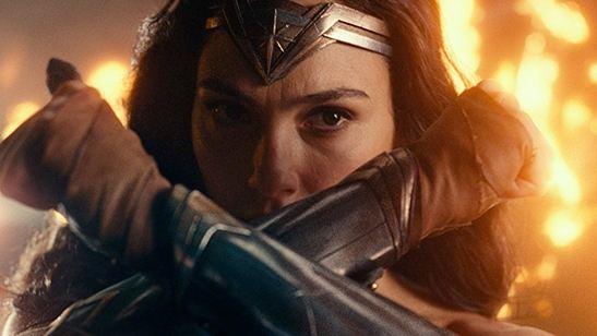 Comparação do traje das amazonas em Liga da Justiça e Mulher Maravilha causa polêmica