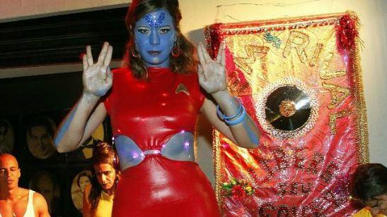 Leandra Leal curte carnaval no Rio de Janeiro com fantasia inspirada em Star Trek e Black Mirror