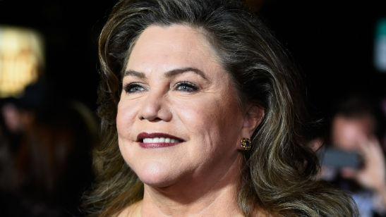 Kathleen Turner critica os salários milionários dos astros de Hollywood