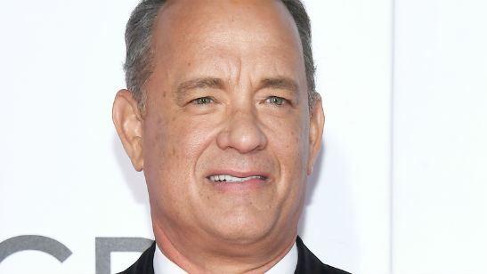 Saiu a primeira imagem de Tom Hanks como o apresentador Fred Rogers em biografia