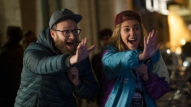 Long Shot: Charlize Theron e Seth Rogen protagonizam romance improvável no trailer