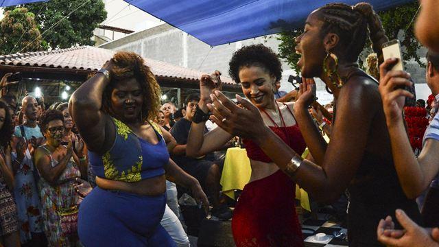 O Corpo é Nosso: Documentário brasileiro sobre luta feminista ganha novo cartaz (Exclusivo)